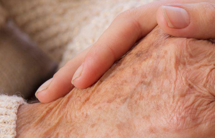 4 millions d'aidants, aide une personne âgée de 60 ans ou plus à domicile