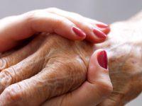 Proches aidants en activité professionnelle : quand la maladie d'Alzheimer fait double emploi
