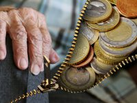 Monde : la moitié des femmes craint de ne pas pouvoir subvenir à ses besoins une fois le temps de la retraite venu