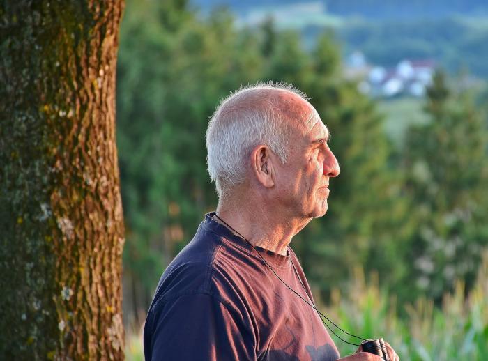 Les images des Seniors renforcent-elles les stéréotypes?