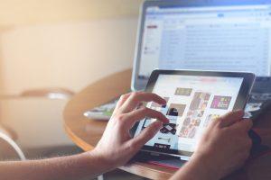 Les boomers, internet et les confinements [ETUDE]