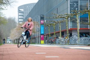 Vélo pour Seniors : un moteur intelligent dans le guidon pour éviter les chutes